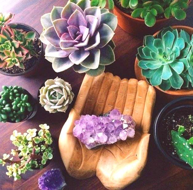 ⇒ FENG SHUI DECOR IDEAS. Decorating with Crystals: Amethyst.. Decorating with Crystals: Amethyst.