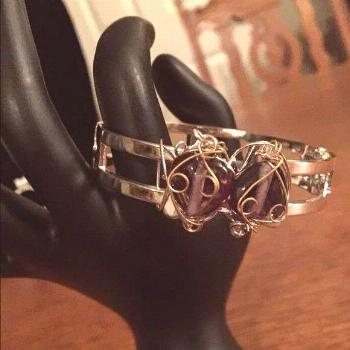 GORGEOUS SILVER AMETHYST STONES G & S WIRE BANGLE SILVER TONE HINGED BANGLE WITH TWO AMETHYST STONE