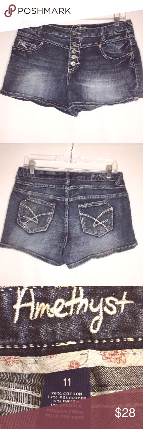 amethyst 11 button fly jean shorts Women's junior size 11 Amethyst jean shorts with a button fly.