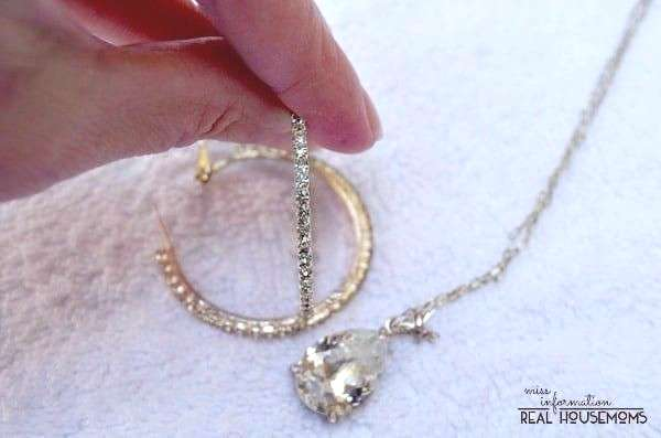 Awesome Amazing Make your jewelry sparkle with these 6+ DIY jewelry cleaning tips,