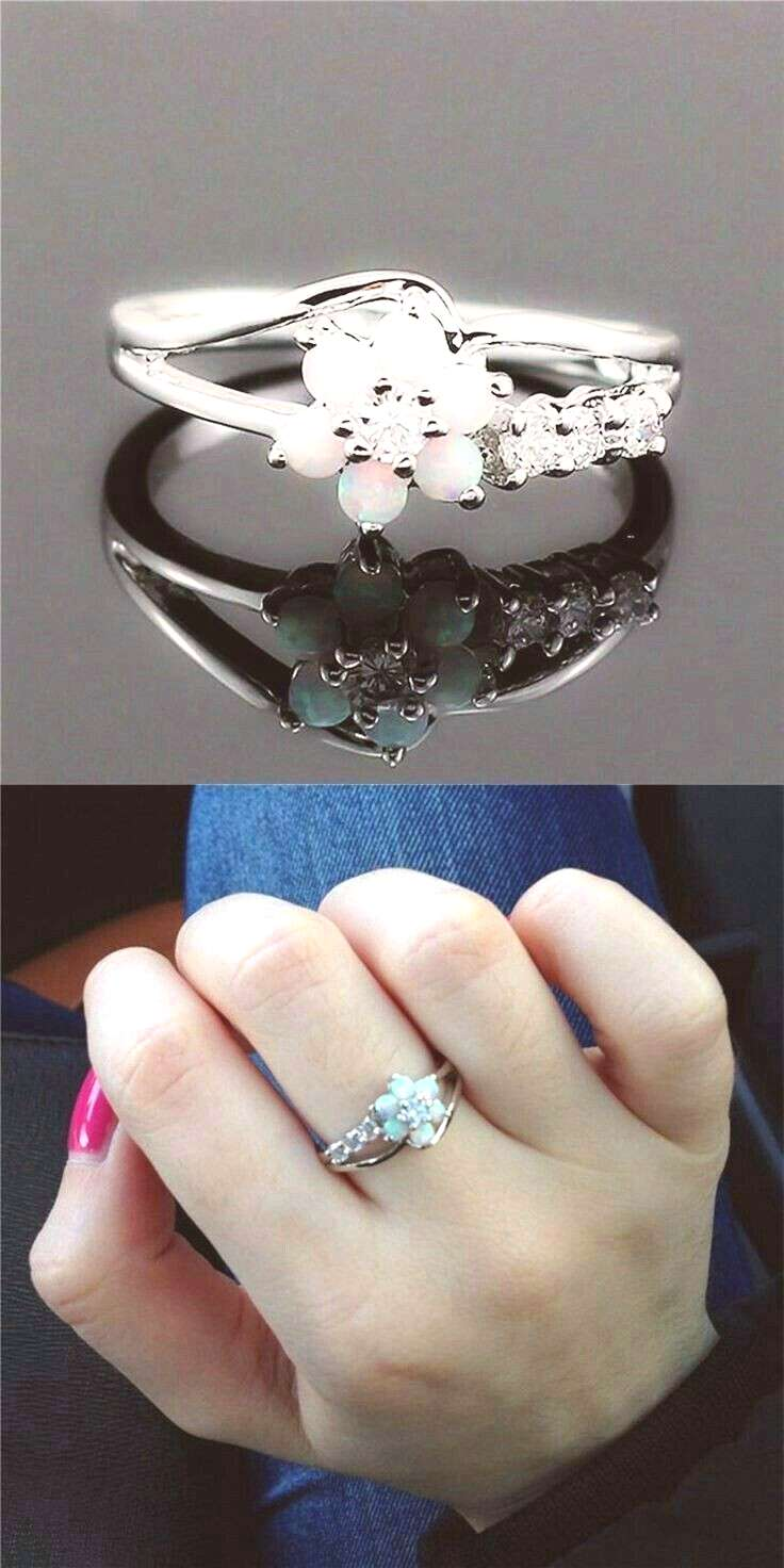 *FREE WORLDWIDE SHIPPING* Modern yet romantic, honor the one you love with this stunning ring.Each